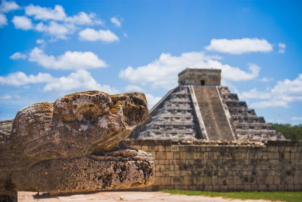 Chichen Itsa Meksyk piramida wąż