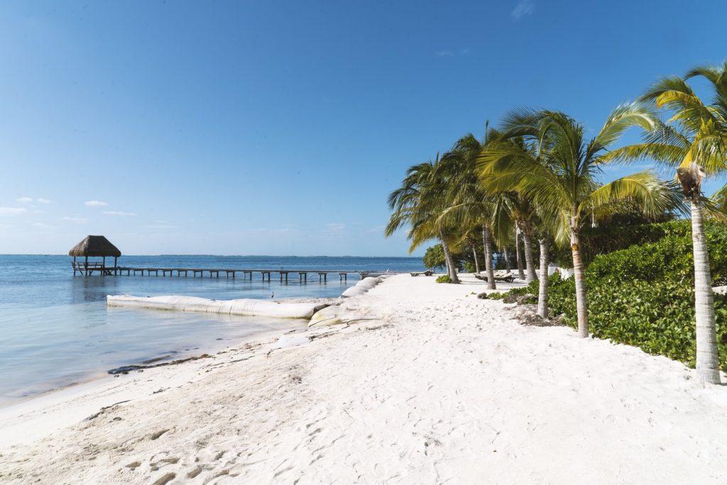 Isla Mujeres Meksyk plaża morze palmy pomost